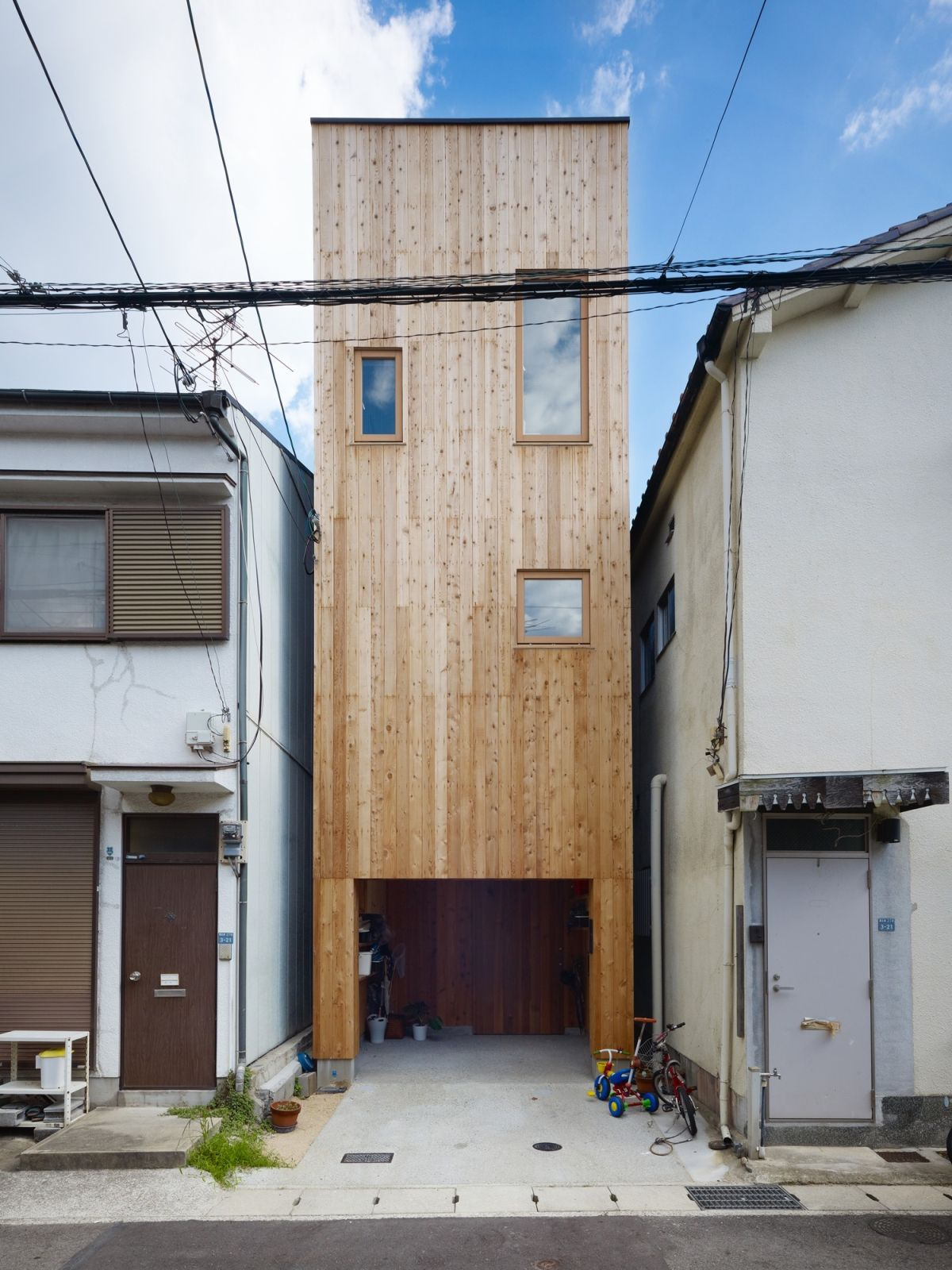 This narrow house in Nada