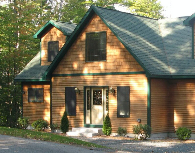 фасад дома с зеленой крышей фото можно